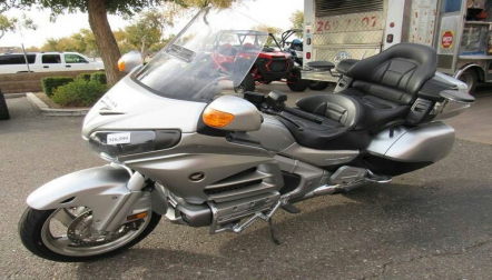 2014 honda gold wing available for sell